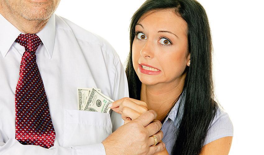 С мужем держат деньги